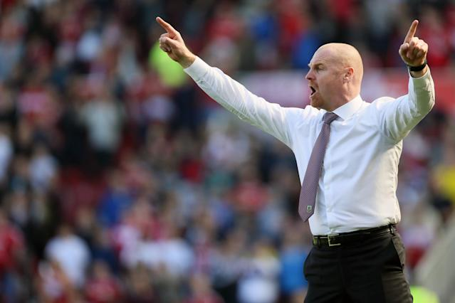 <p>Burnley boss Sean Dyche issues instructions</p>