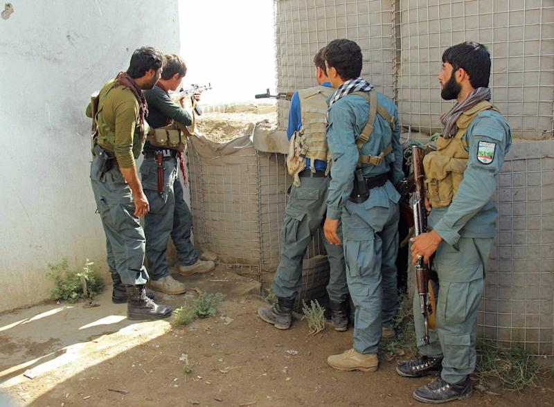 22 policemen killed in S. Afghan checkpoints attack
