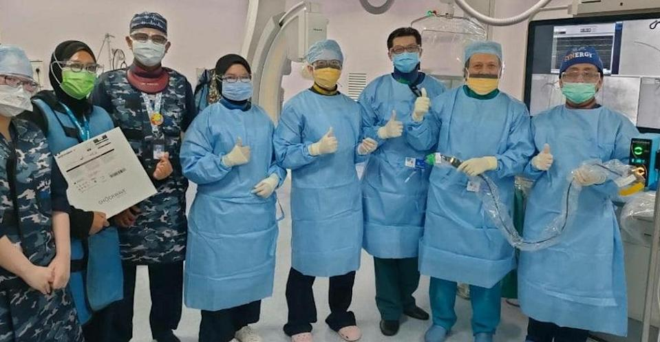 IJN senior consultant cardiologist Datuk Dr Amin Ariff Nuruddin and the hospital medical staff perform the first intravascular lithotripsy treatment to treat clogged arteries. ― Picture courtesy of IJN