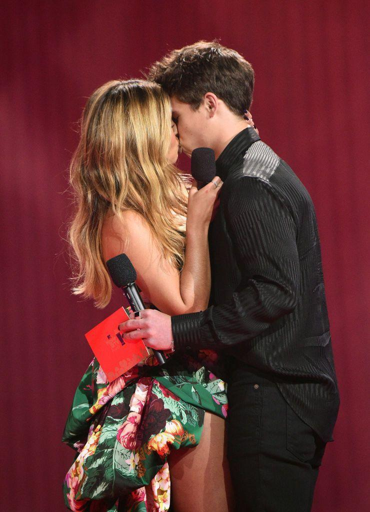 <p>Presenting the 'best kiss' award, the Tik-Tok star and actor kissed her He's All That (a modern day gender role flipping remake of the 90s classic She's All That) co-star Buchanan at the ceremony in Los Angeles. </p>