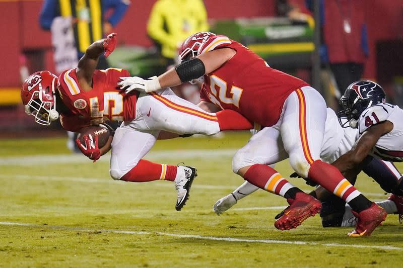 Chiefs begin title defence with 34-20 victory over Texans