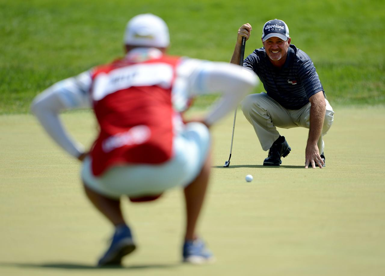 ARDMORE, PA - JUNE 15: Jerry Kelly of the United States lines up a putt with the help of his caddie Eric Meller on the fourth hole during Round Three of the 113th U.S. Open at Merion Golf Club on June 15, 2013 in Ardmore, Pennsylvania. (Photo by David Cannon/Getty Images)
