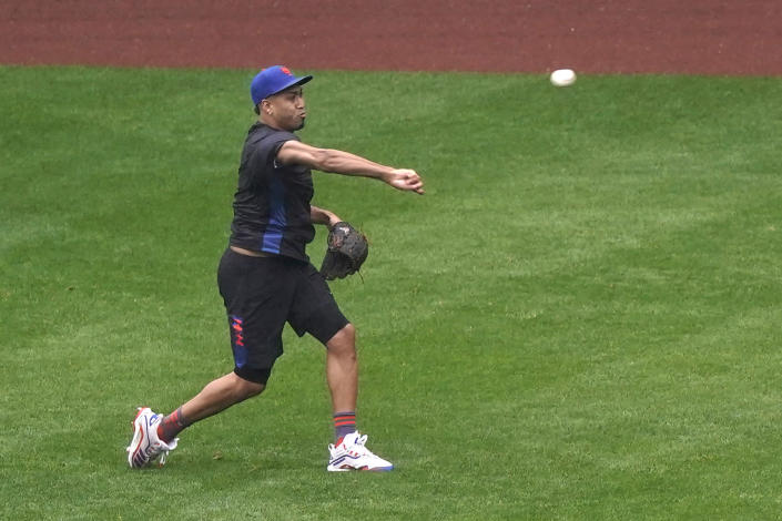 New York Mets relief pitcher Edwin Diaz throws in the outfield after a baseball game against the Atlanta Braves was postponed due to rain, Sunday, May 30, 2021, in New York. (AP Photo/Kathy Willens)
