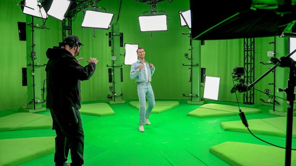 Tierney (L) and Cowan (R) on set creating the holograms.<br>Credit: Yahoo