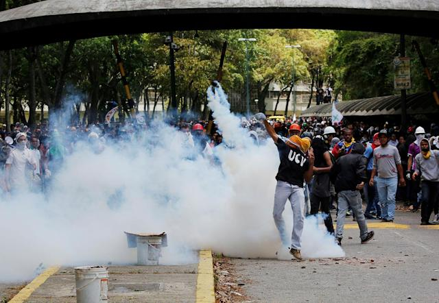 <p>Opposition supporters clash with security forces during protests against President Nicolas Maduro in Caracas, Venezuela May 4, 2017. (Carlos Garcia Rawlins/Reuters) </p>