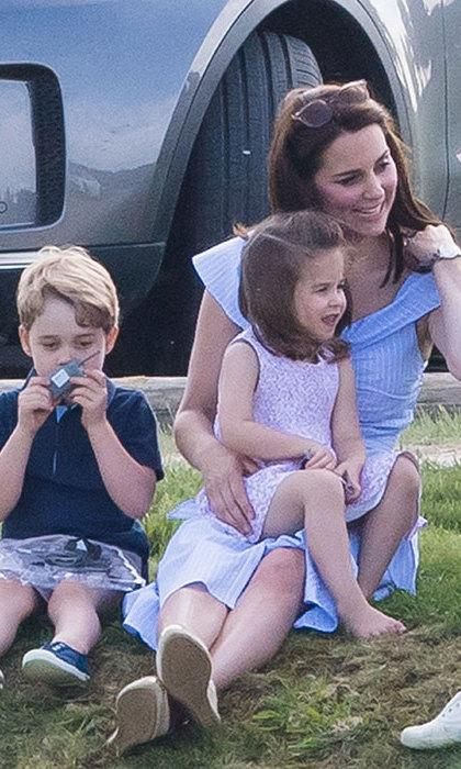 See what Kate Middleton carries inside her Victoria Beckham mum handbag