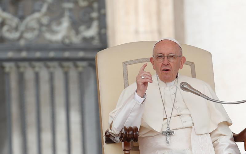"""Pope Franciswrote in a letter that he<a href=""""https://www.huffingtonpost.com/entry/pope-admits-serious-mistakes-chilean-abuse-scandal_us_5ace716ae4b0701783aaf630"""">made """"serious errors""""</a>in handling Chile's sex abuse scandal due to what he called a """"lack of truthful and balanced information."""" (Remo Casilli / Reuters)"""
