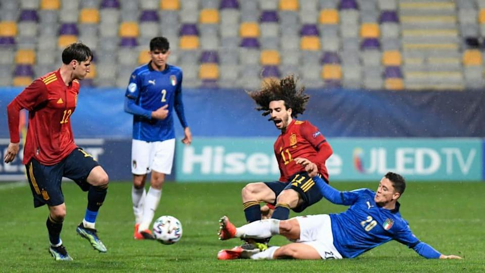 Raspadori su Cucurella | Jurij Kodrun/Getty Images