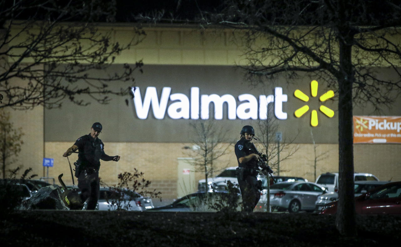 <p>Police investigate the scene of a shooting at a Wal Mart store in the Thorton Town Center shopping plaza on Nov. 1, 2017 in Thornton, Colo. (Photo: Marc Piscotty/Getty Images) </p>