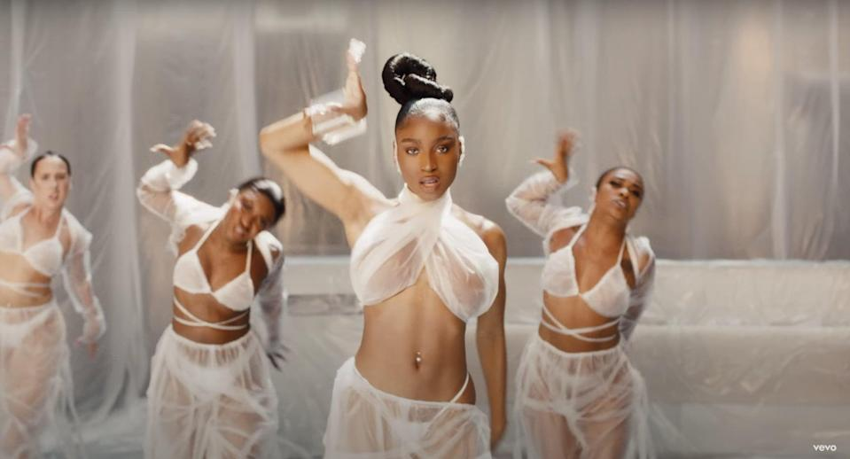 """<cite class=""""credit"""">Screenshot/Youtube. """"One In A Million"""" music video, Aaliyah. </cite>"""