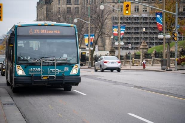 The Société de transport de l'Outaouais says it was targeted by a cyberattack this weekend that disrupted a number of online functions but did not delay any bus routes. (David Richard/Radio-Canada - image credit)