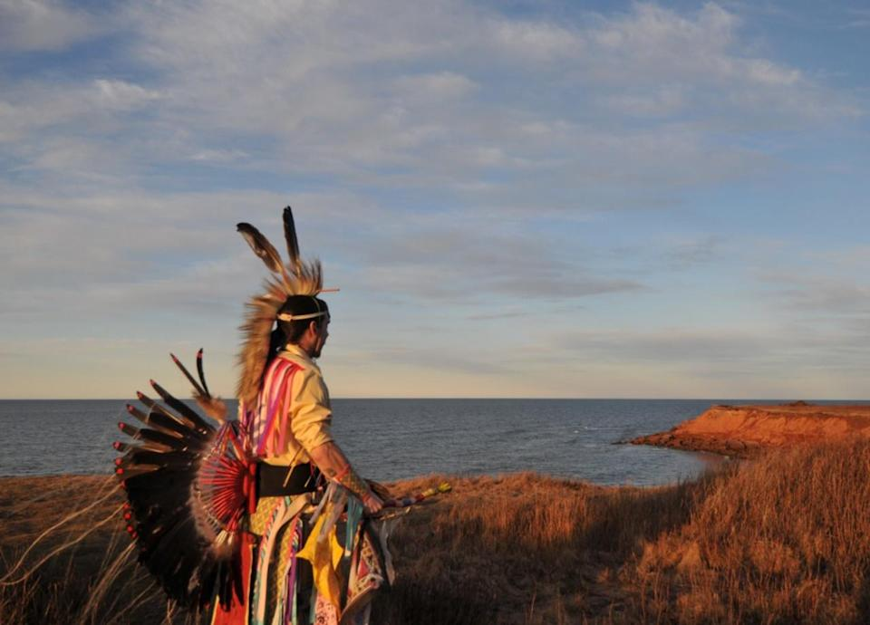Mi'kmaq artist captures life — and the changing coastlines — on P.E.I.