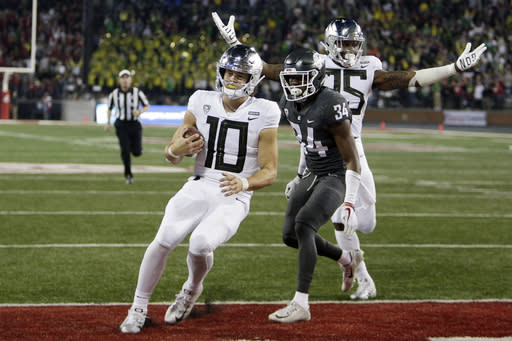 Oregon could still finish 10-2. (AP Photo/Young Kwak)