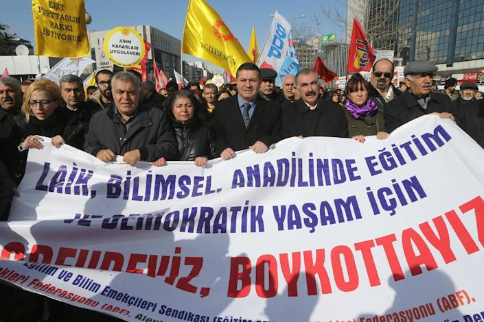 """Members of the Turkish education unions hold a banner reading, """"No to obligatory religious education"""", as they protest against the government's education policies in Ankara, on February 13, 2015 (AFP Photo/Adem Altan)"""