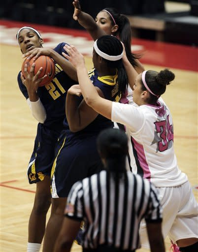California forward Reshanda Gray (21) controls a rebound as center Talia Caldwell, center, and Washington State forwards Mariah Cooks (34) and Shalie Dheensaw, top right, watch during the first half of an NCAA college basketball game, Thursday, Feb. 28, 2013, at Beasley Coliseum in Pullman, Wash. (AP Photo/Dean Hare)