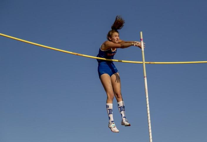 """ARCADIA, CA - MAY 8, 2021: Westlake Paige Sommers wins the Women's Pole Vault with a height of 13' 9"""" at the Arcadia Invitational Track Meet on May 8, 2021 in Arcadia, California.(Gina Ferazzi / Los Angeles Times)"""