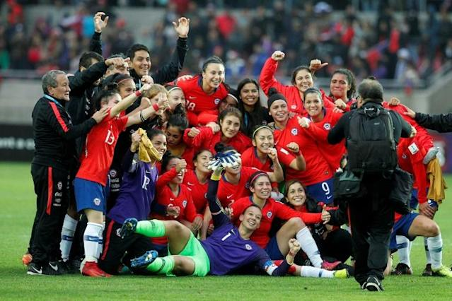 Chile's women's National football team players celebrate after defeating Argentina's and coming in Second place in the Women's Copa America match at La Portada stadium in Serena, Chile (AFP Photo/CLAUDIO REYES)
