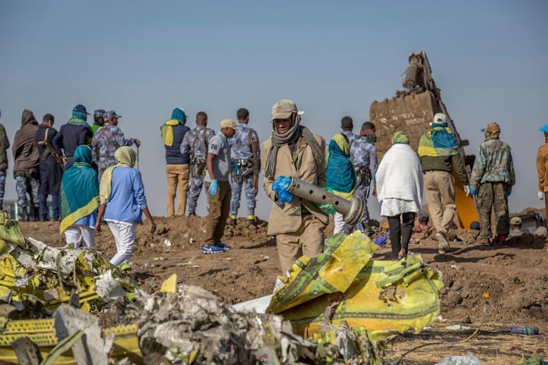 Workers gather at the scene of an Ethiopian Airlines flight crash near Bishoftu, or Debre Zeit, south of Addis Ababa, Ethiopia, March 11, 2019. (Photo: Mulugeta Ayene/AP)