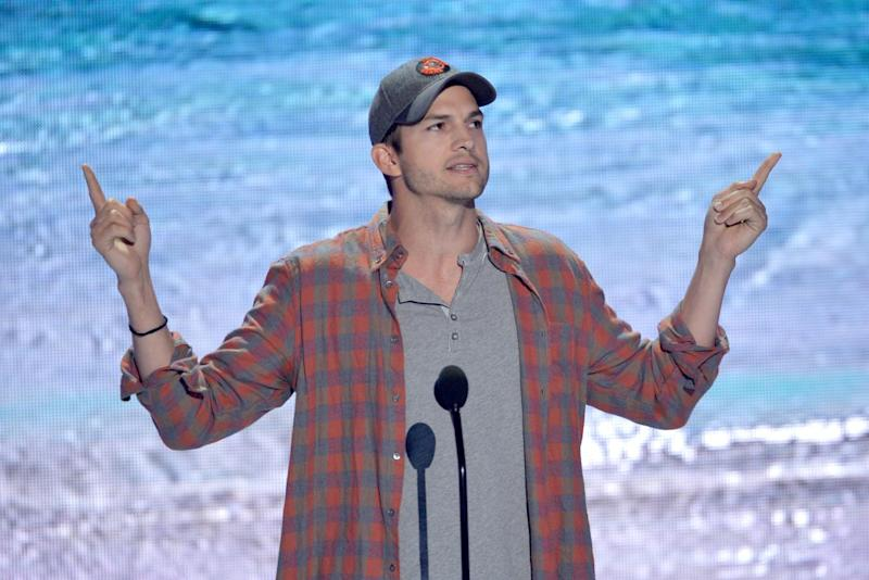 Ashton Kutcher accepts the ultimate choice award at the Teen Choice Awards at the Gibson Amphitheater on Sunday, Aug. 11, 2013, in Los Angeles. (Photo by John Shearer/Invision/AP)