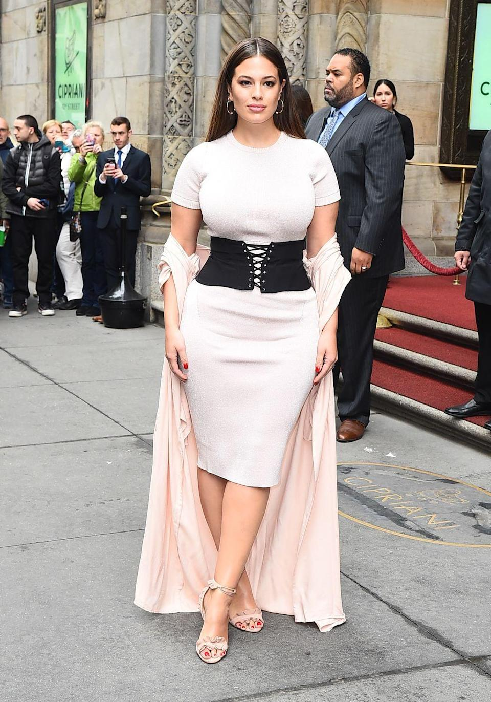 <p>Out in New York: Another great dress, another great corset.</p>