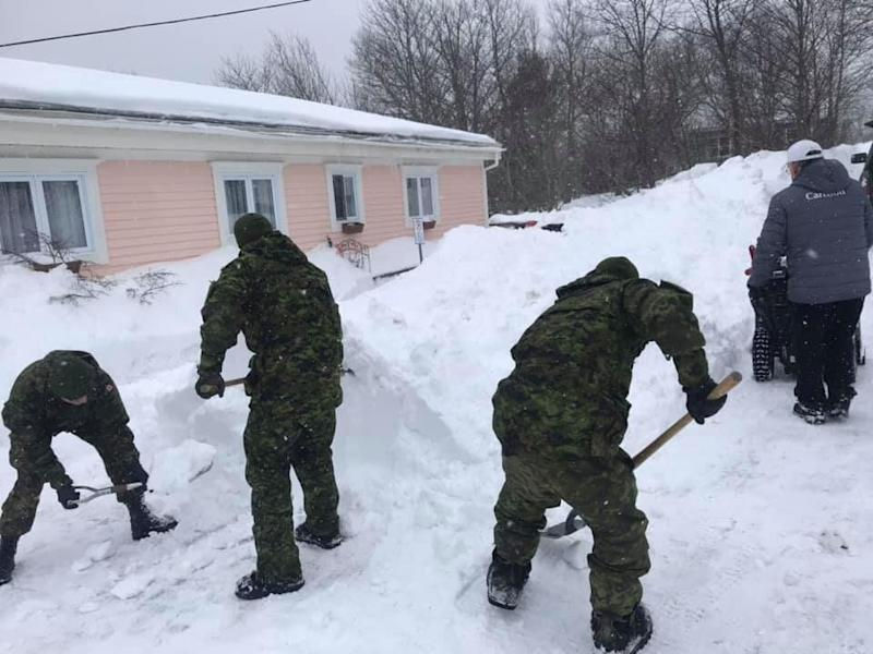 Members of the Armed Forces help clear snow in Newfoundland. (Photo: Provided Tiffany Mackey)
