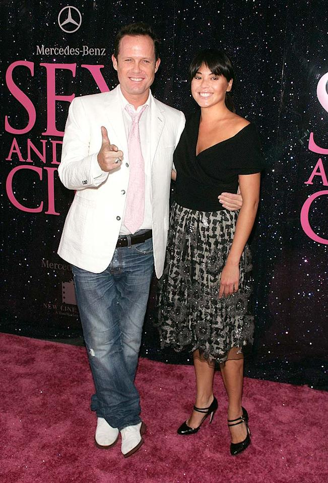 "Dean Winters (""30 Rock"") looked fab in a white sport coat and pink tie, while Kelly Hulbert kept it simple in a chic skirt and black top. Jim Spellman/<a href=""http://www.wireimage.com"" target=""new"">WireImage.com</a> - May 27, 2008"