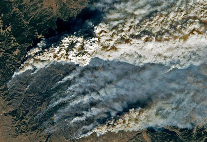 """<span class=""""caption"""">Colorado's East Troublesome Fire jumped the Continental Divide on Oct. 22, 2020, and eventually became Colorado's second-largest fire on record.</span> <span class=""""attribution""""><a class=""""link rapid-noclick-resp"""" href=""""https://earthobservatory.nasa.gov/images/147452/east-troublesome-fire-spreads-to-the-rockies"""" rel=""""nofollow noopener"""" target=""""_blank"""" data-ylk=""""slk:Lauren Dauphin/NASA Earth Observatory"""">Lauren Dauphin/NASA Earth Observatory</a></span>"""