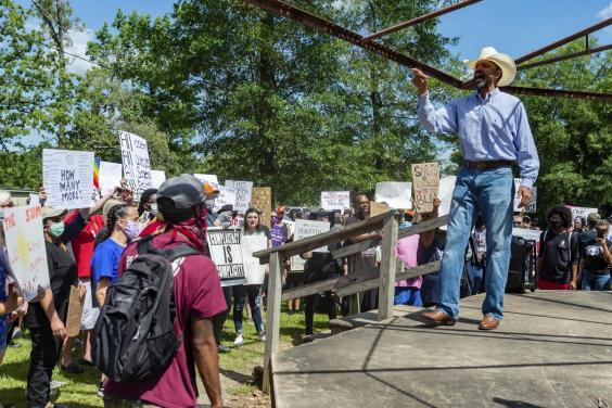 Michael Cooper of the local NAACP speaks to those assembled in Gould Park in Vidor, Texas. (Fran Ruchalski/The Beaumont Enterprise via AP)
