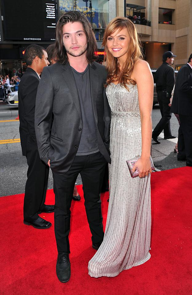 "<a href=""http://movies.yahoo.com/movie/contributor/1810191247"">Thomas McDonell</a> and <a href=""http://movies.yahoo.com/movie/contributor/1810177626"">Aimee Teegarden</a> attend the Los Angeles premiere of <a href=""http://movies.yahoo.com/movie/1810189802/info"">Prom</a> on April 21, 2011."