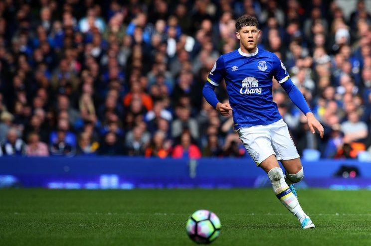 The Sun newspaper has published an apology to Everton and England footballer Ross Barkley over a column in which he was compared to a gorilla.