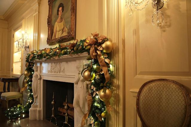 <p>The Vermeil Room at the White House during a press preview of the 2017 holiday decorations Nov. 27, 2017 in Washington, D.C. (Photo: Alex Wong/Getty Images) </p>
