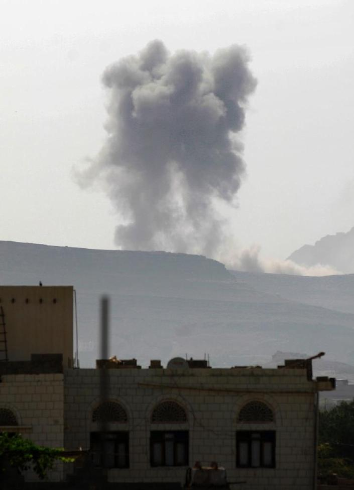 Smoke billows following an air-strike by the Saudi-led coalition on an army arms depot, now under Shiite Huthi rebel control, on June 7, 2015, east of the Yemeni capital Sanaa (AFP Photo/Mohammed Huwais)