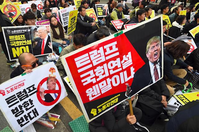 <p>South Korean protestors hold placards showing pictures of President Donald Trump during an anti-Trump rally in Seoul on Nov. 4, 2017, ahead of Trump's visit to South Korea. (Photo: Jung Yeon-Je/AFP/Getty Images) </p>