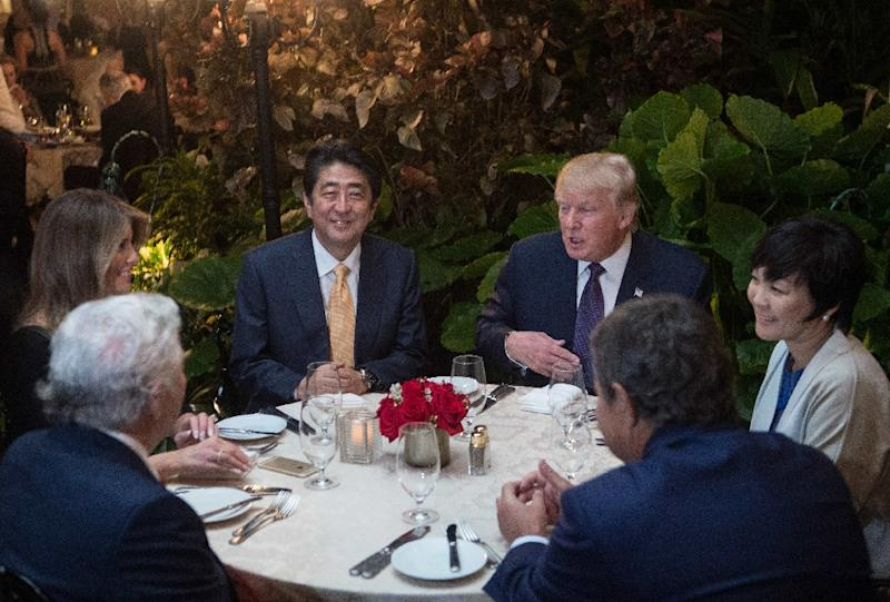 US President Donald Trump, Japanese Prime Minister Shinzo Abe (2ndL), his wife Akie Abe (R), US First Lady Melania Trump (L) and Robert Kraft (2ndL),owner of the New England Patriots, have dinner at Trump's Mar-a-Lago resort on February 10, 2017 (AFP Photo/NICHOLAS KAMM)