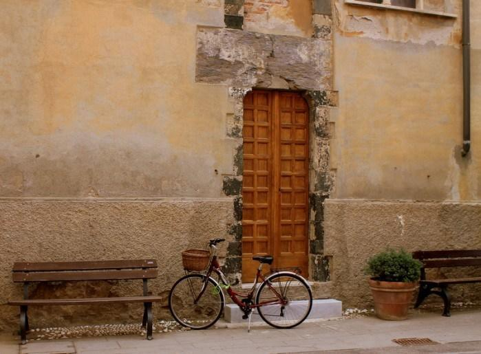 """<p>A typical Italian village shot, beautiful and charming every time.</p><p><i>(Photo: <a href=""""http://www.dtravelsround.com/"""" rel=""""nofollow noopener"""" target=""""_blank"""" data-ylk=""""slk:D Travels Round"""" class=""""link rapid-noclick-resp"""">D Travels Round</a>)</i><br></p>"""