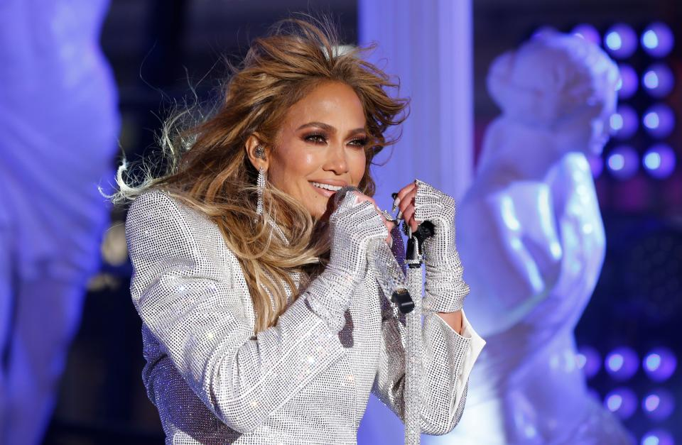 TOPSHOT - Singer Jennifer Lopez performs in Times Square during New Year's Eve celebrations on December 31, 2020 in New York City. (Photo by Gary Hershorn / POOL / AFP) (Photo by GARY HERSHORN/POOL/AFP via Getty Images)