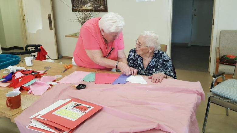 Sewing group breathes life into small-town Sask. seniors home