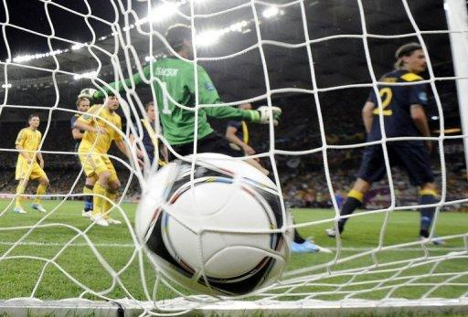Ukrainian forward Andrei Shevchenko scores past Swedish goalkeeper Andreas Isaksson