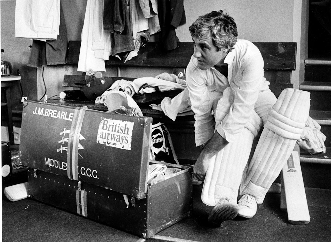 England and Middlesex cricketer and captain Mike Brearley putting on his pads, circa 1980. (Photo by Eamonn McCabe/Getty Images)