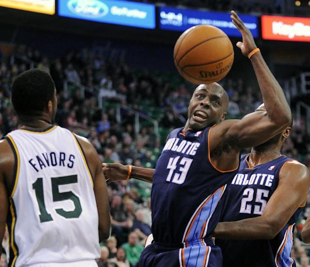 Charlotte Bobcats' Anthony Tolliver (43) loses the ball in-between the Utah Jazz's Derrick Favors (15) and Bobcats' Al Jefferson (25) in the first quarter of an NBA basketball game Monday, Dec. 30, 2013, in Salt Lake City. (AP Photo/Gene Sweeney Jr.)