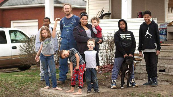 PHOTO: Jacob Uherek and Jamie Marshall live in Flint, Mich., with their seven kids. (Janet Weinstein/ABC News)