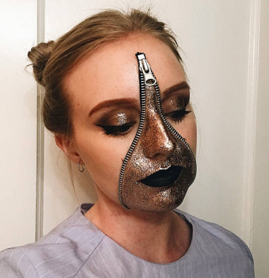 <p>The zip make-up look is one which can be recreated by even the most inexperienced in the make-up department. Simply look to bloggers and YouTubers alike for a step-by-step guide. <em>[Photo: Instagram]</em> </p>