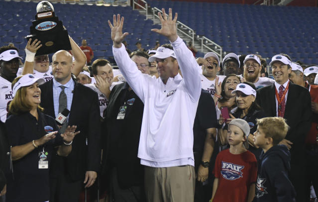 "<a class=""link rapid-noclick-resp"" href=""/ncaab/teams/fav/"" data-ylk=""slk:Florida Atlantic Owls"">Florida Atlantic Owls</a> head coach Lane Kiffin holds up 10 fingers as fans shout ""ten more years"" following a 50-3 victory over Akron in Boca Raton, Fla., on Tuesday. (Jim Rassol/South Florida Sun-Sentinel via AP)"