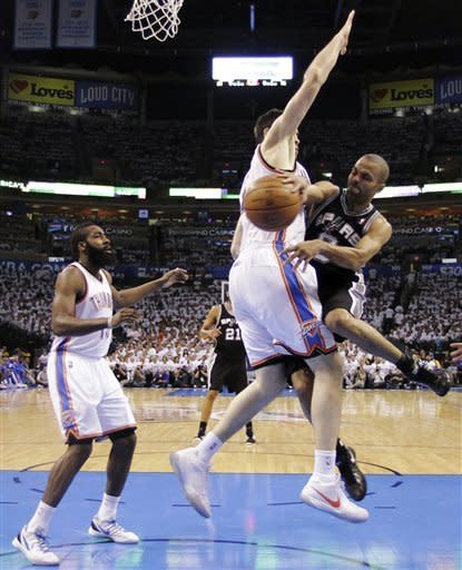 San Antonio Spurs point guard Tony Parker (9), of France, passes around Oklahoma City Thunder power forward Nick Collison (4) during the first half of Game 6 in the NBA basketball Western Conference finals, Wednesday, June 6, 2012, in Oklahoma City. (AP Photo/Eric Gay)