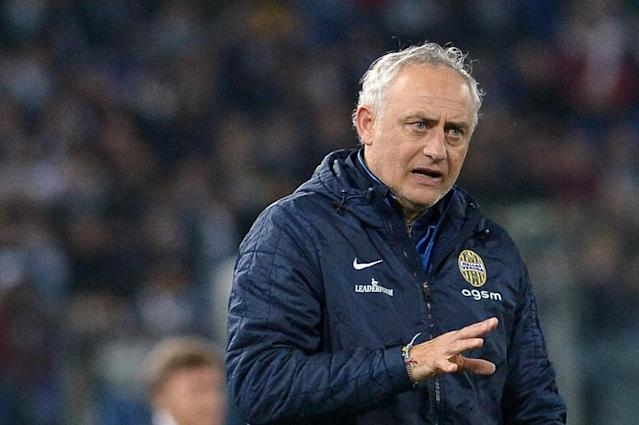 Verona coach Andrea Mandorlini shouts instructions during the Serie A match against Lazio in Rome, on March 22, 2015 (AFP Photo/TIZIANA FABI)