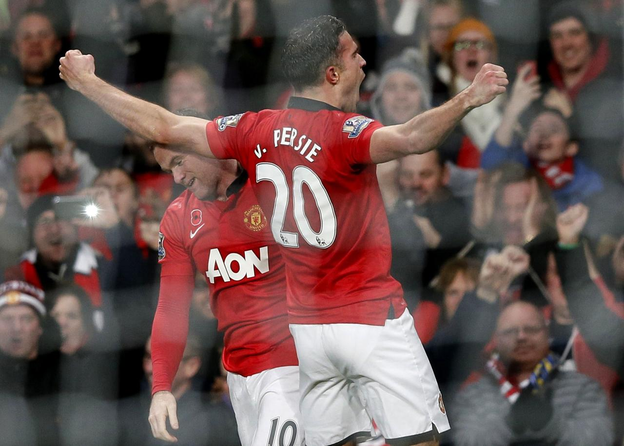 Manchester United's van Persie celebrates his goal against Arsenal with Rooney during their English Premier League soccer match in Manchester