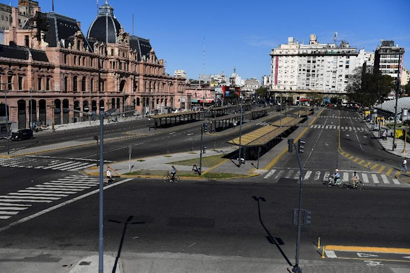 View of Constitucion train station and empty bus stops in Buenos Aires during the strike (AFP Photo/EITAN ABRAMOVICH)