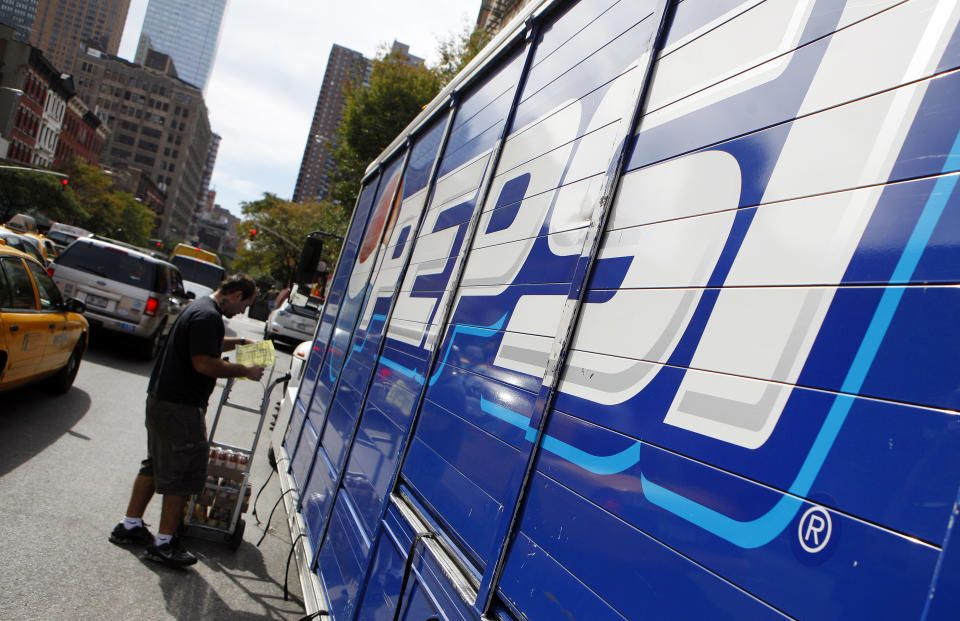 Workers unload a truck of Pepsi products in New York's Hell's Kitchen neighborhood, October 8, 2009. PepsiCo Inc reported weaker-than-expected quarterly revenue on Thursday, hurt by falling North American soft drink sales, and cautioned it did not expect a major revival of consumer spending next year.  REUTERS/Chip East (UNITED STATES BUSINESS IMAGES OF THE DAY)