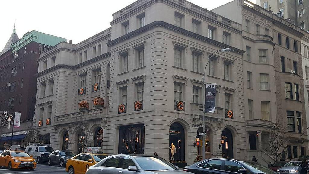 """<p><strong>Ralph Lauren</strong><br />The iconic American brand announced in June 2016 it would cut about 1,000 jobs and close 50 stores. In April 2017, the label said it was <a rel=""""nofollow"""" href=""""http://www.businessinsider.com/ralph-lauren-closing-polo-flagship-store-2017-4"""">closing its flagship Polo store on Fifth Avenue in New York City</a>.<br />(Nicole Beauchamp/Creative Commons) </p>"""