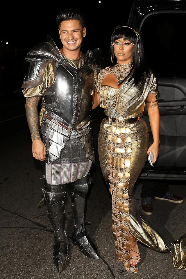 <p>The couple that dresses together, stays together — at least that's what must have the reality stars must have been thinking when they went as Mark Antony and Cleopatra. (Photo: AKM-GSI) </p>